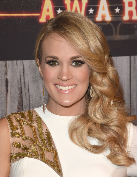 Carrie+Underwood+Arrivals+American+Country+M_MBxOCPo8il