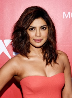 Priyanka_Chopra_MusiCares_Person_Year_Tribute_zlj0VmkG4j7x