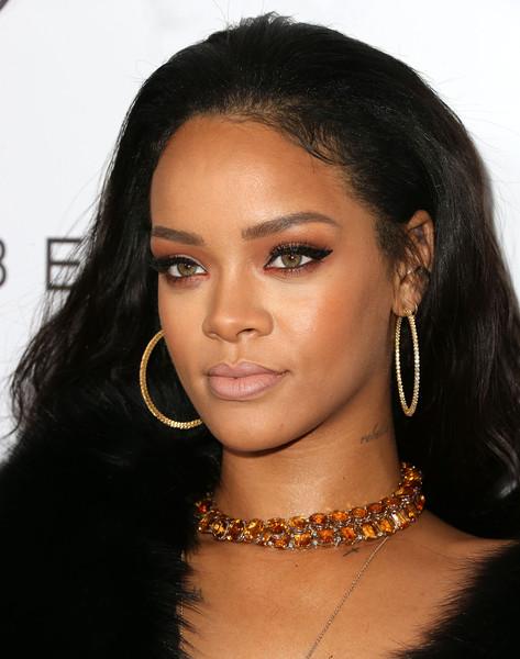 Rihanna+DAILY+FRONT+ROW+Fashion+Los+Angeles+c4nsB0ky44hl