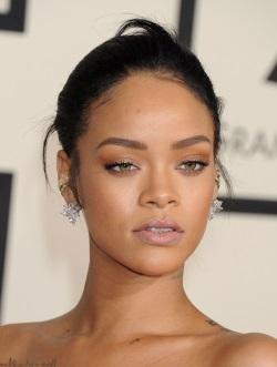 Rihanna_08.02.2015_DFSDAW_018