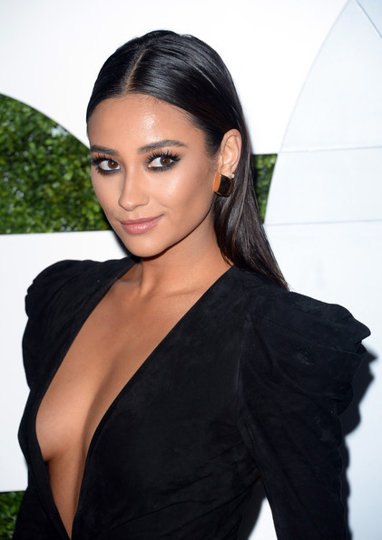 Shay+Mitchell+Arrivals+GQ+Men+Year+Party+Part+LKrmOMHdpIul