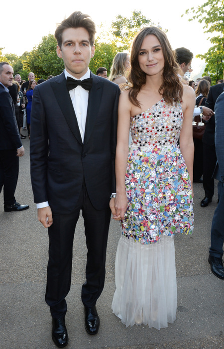 keira-knightly-and-james-righton-the-serpentine-gallery-summer-party-couple-cute-husband-multi-coloured-dress-handbag