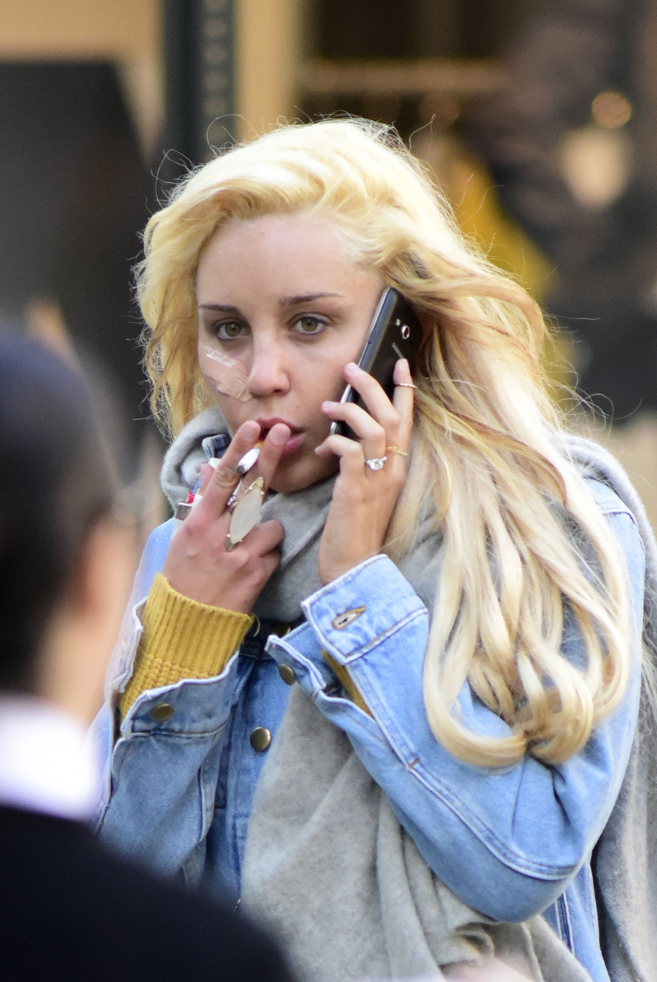 EXCLUSIVE: Amanda Bynes smokes while walking on Madison Avenue in New York City