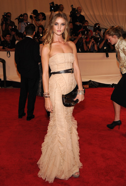 Rosie+Huntington+Whiteley+Dresses+Skirts+Strapless+wRrZo7WB0PHl