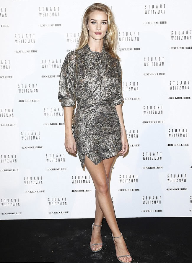 Supermodel-Rosie-Huntington-Whiteley-long-legs-Silver-Textured-Mini-dress
