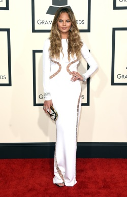 Chrissy_Teigen_57th_GRAMMY_Awards_Arrivals_0Kb0fVSAIxmx