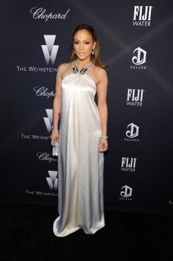 Jennifer_Lopez_FIJI_Water_Weinstein_Company_vgA1AZjqnb3x