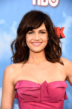 Carla_Gugino_Premiere_HBO_Brink_Red_Carpet_XktmemzbNgMx