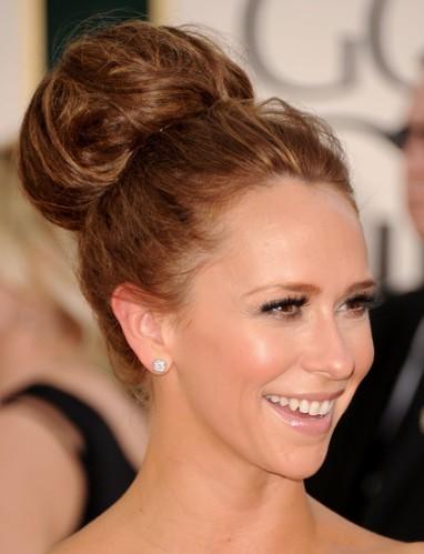 Jennifer-Love-Hewitt-Updos-for-long-hair-2011