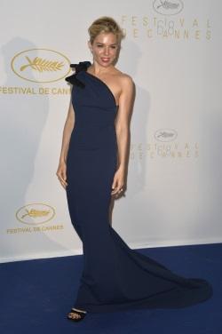 Sienna_Miller_Opening_Ceremony_Dinner_Arrivals_qwoJELlYwPax