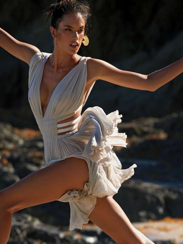 alessandra-ambrosio-by-gilles-bensimon-for-glamour-us-january-2015-3