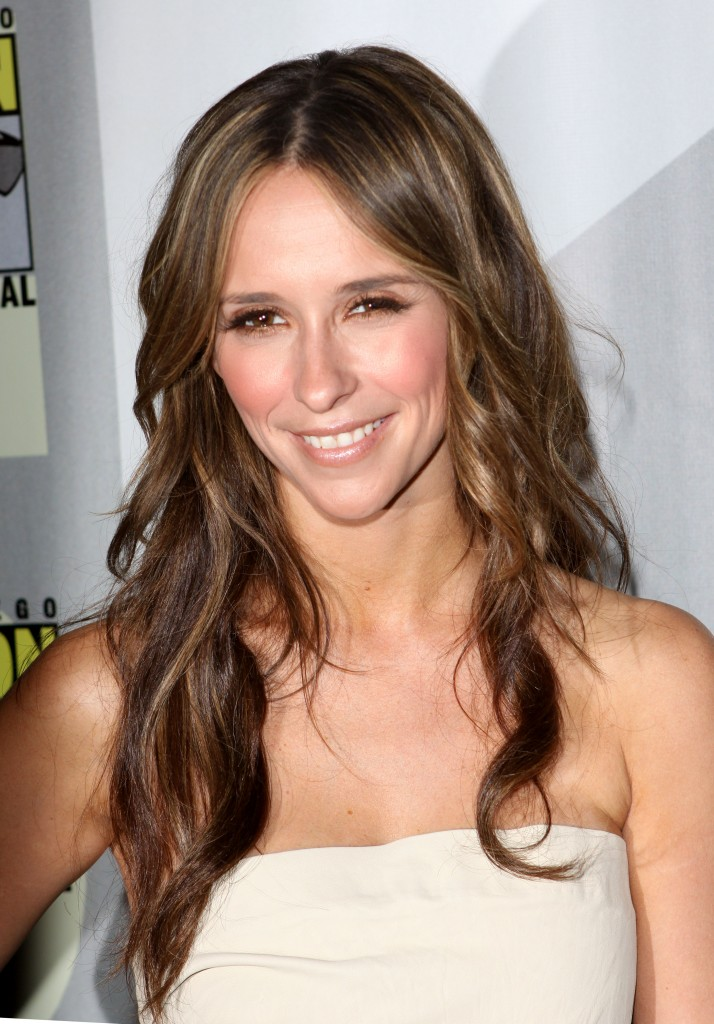 jennifer-love-hewitt-long-hairstyle-july-2009-714x1024