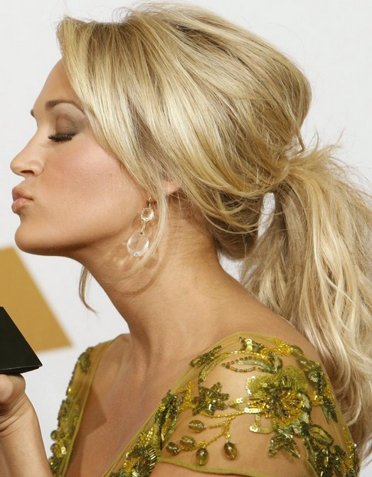 Carrie-Underwood-Long-Hairstyle-Ponytail