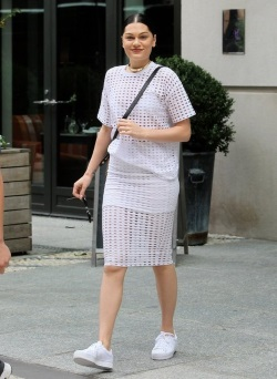 Jessie-J-Steps-Out-New-York-City-pjdat3_VTfil