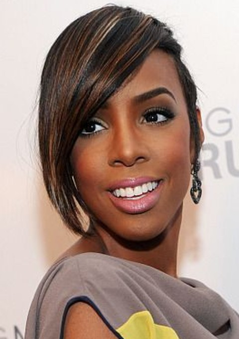 Kelly-Rowland-Hairstyles-Side-parted-Hairstyle-with-Highlights