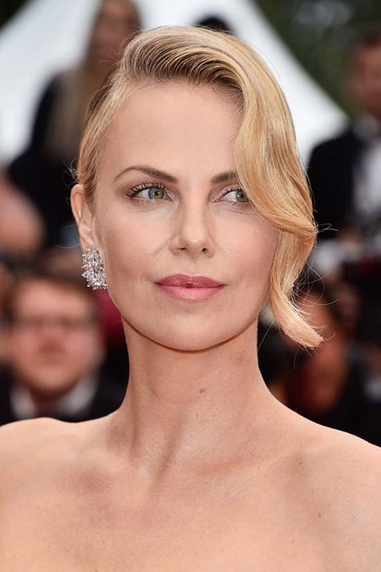 Cannes_2015_opening_ceremony_hairstyles_and_beauty_Charlize_Theron