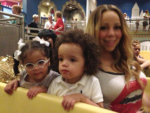 mariah-carey-with-kids-christmas-present-nick-cannon-vtr
