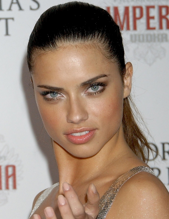 5-Adriana-Lima-Hairstyles-Photos