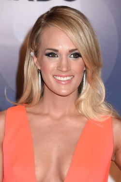 Carrie Underwood 49th annual CMA Awards, 2015-11-04 (6)