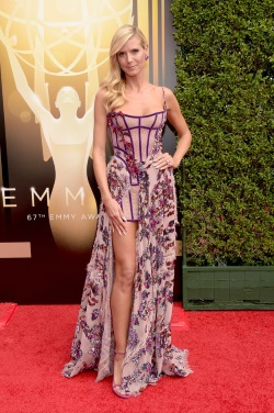 Heidi_Klum_2015_Creative_Arts_Emmy_Awards_145HpqCBen3x