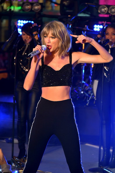 Taylor+Swift+New+Year+Eve+2015+Times+Square+voFNj2mBfXnl