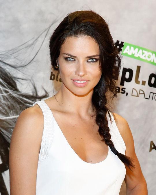 adriana-lima-sexy-eyeliner-makeup-look-w540