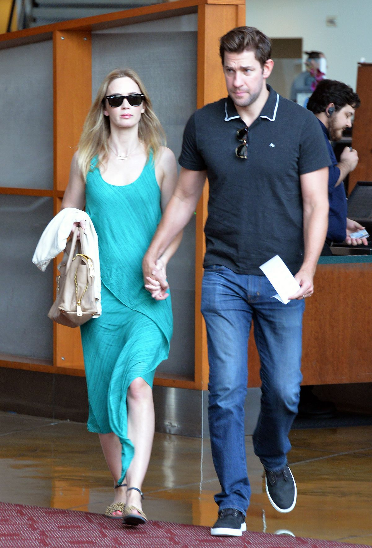 emily-blunt-and-john-krasinski-out-and-about-in-los-angeles-08-07-2015_4