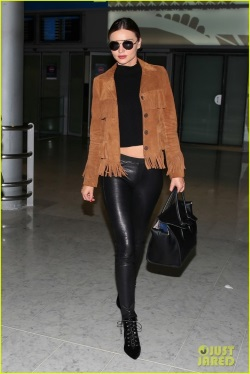 miranda-kerr-made-a-chic-outfit-change-on-her-flight-01-468x700