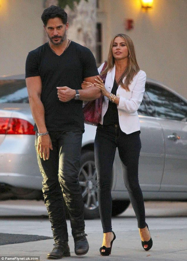 sofia-vergara-engaged-to-joe-manganiello