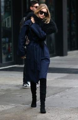 Gigi-Hadid-Steps-Out-In-NYC-ZtGOK5Ya0uzl