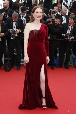 Julianne_Moore__Mad_Max_Fury_Road__premiere_during_The_68th_Annual_Cannes_FF_May_14-2015_009