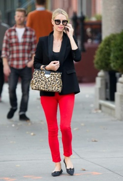 Nicky_Hilton_seen_out_for_stroll_in_New_York_City_13-476x700