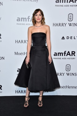 dakota-johnson-at-amfar-gala-in-milan-09-26-2015_1