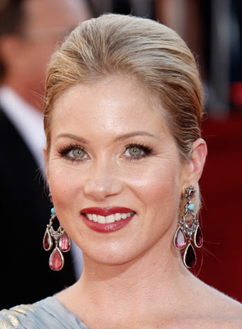emmy-awards-2008-christina-applegate-hairstyle-makeup