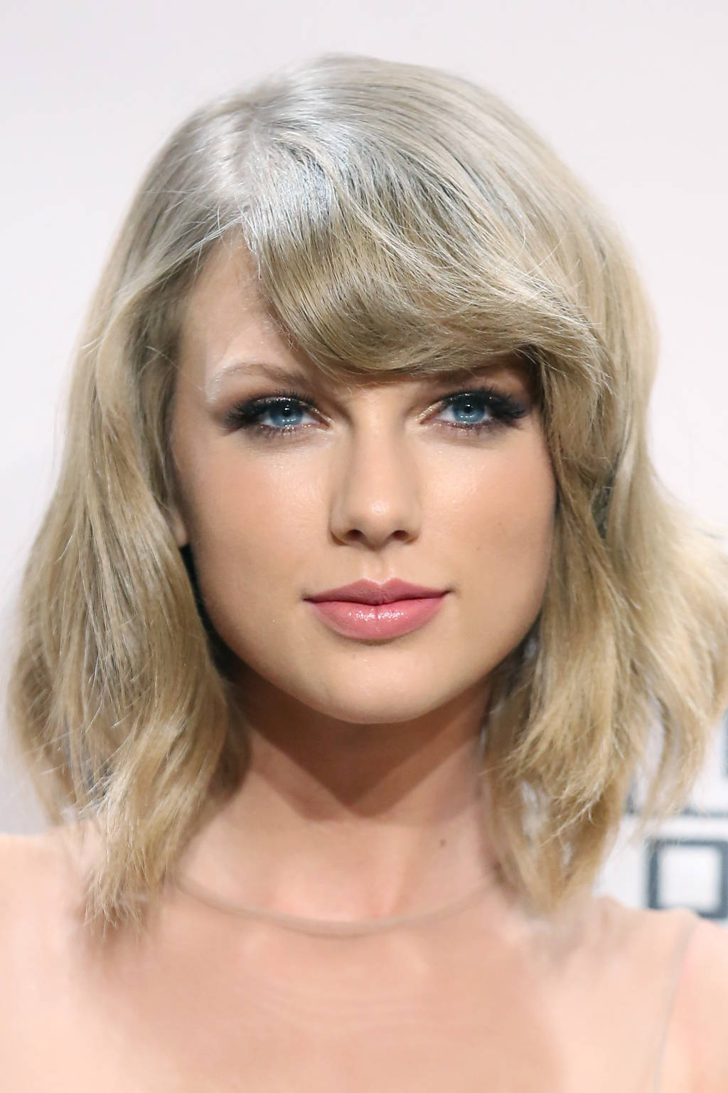 Taylor-Swift-Hairstyles-2015-8