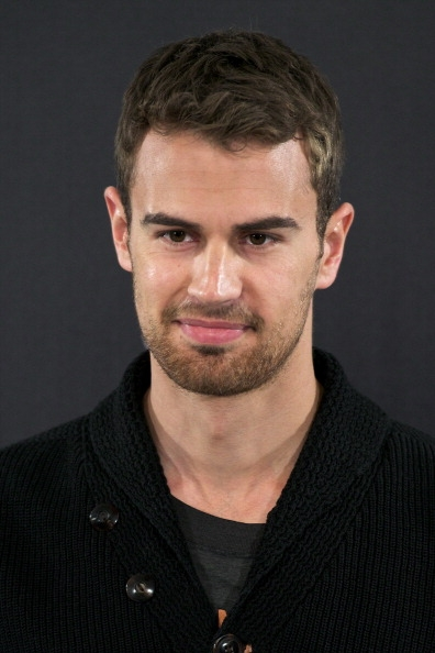 divergent-star-theo-james-has-recently-had-photos-of-himself-on-the-set-of-the-secret-scripture-leaked-on-twitter