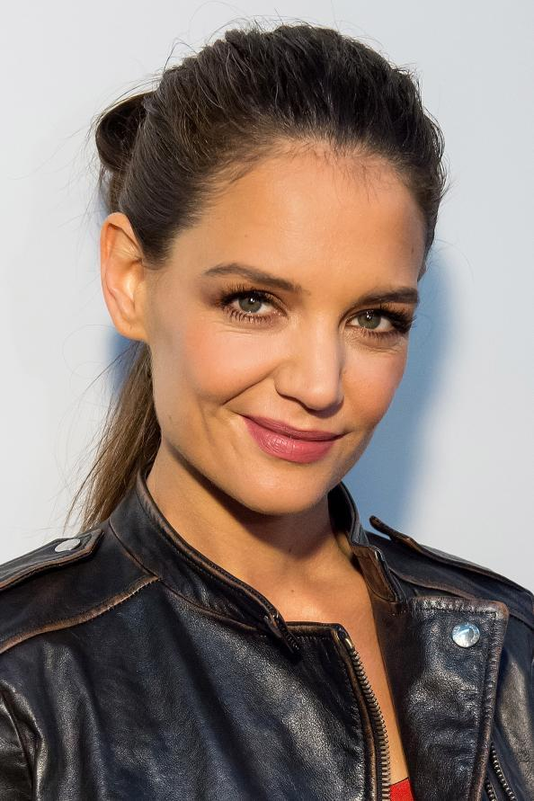 032715-katie-holmes-desigual-fall-winter-2015-runway-show_0
