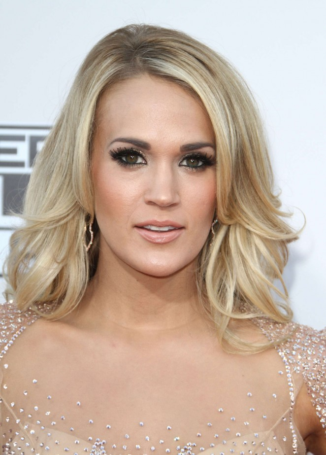 Carrie-Underwood -2015-American-Music-Awards--01-662x923