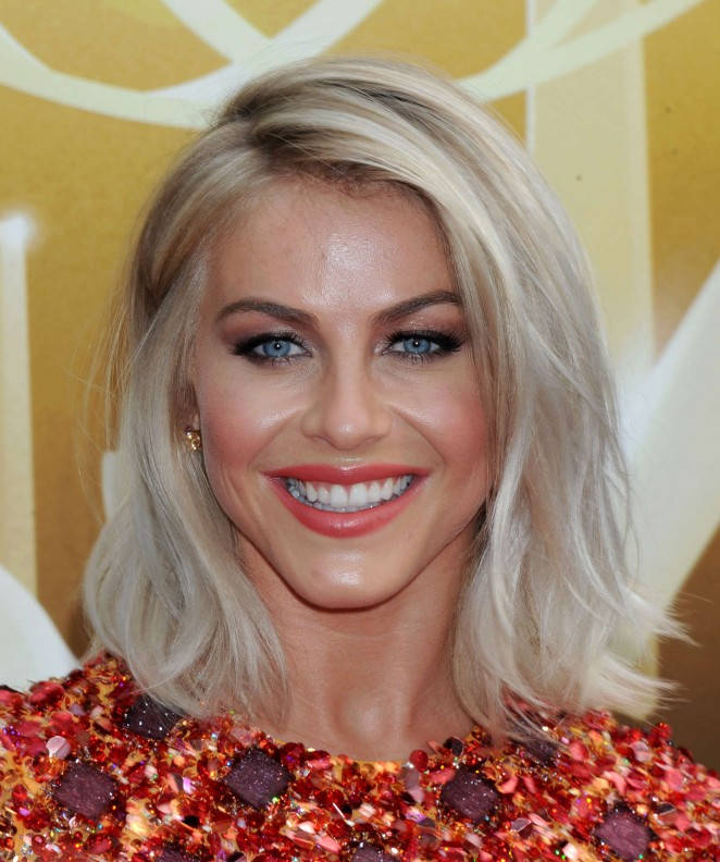 Julianne-Hough -2015-Creative-Arts-Emmy-Awards--07-662x792
