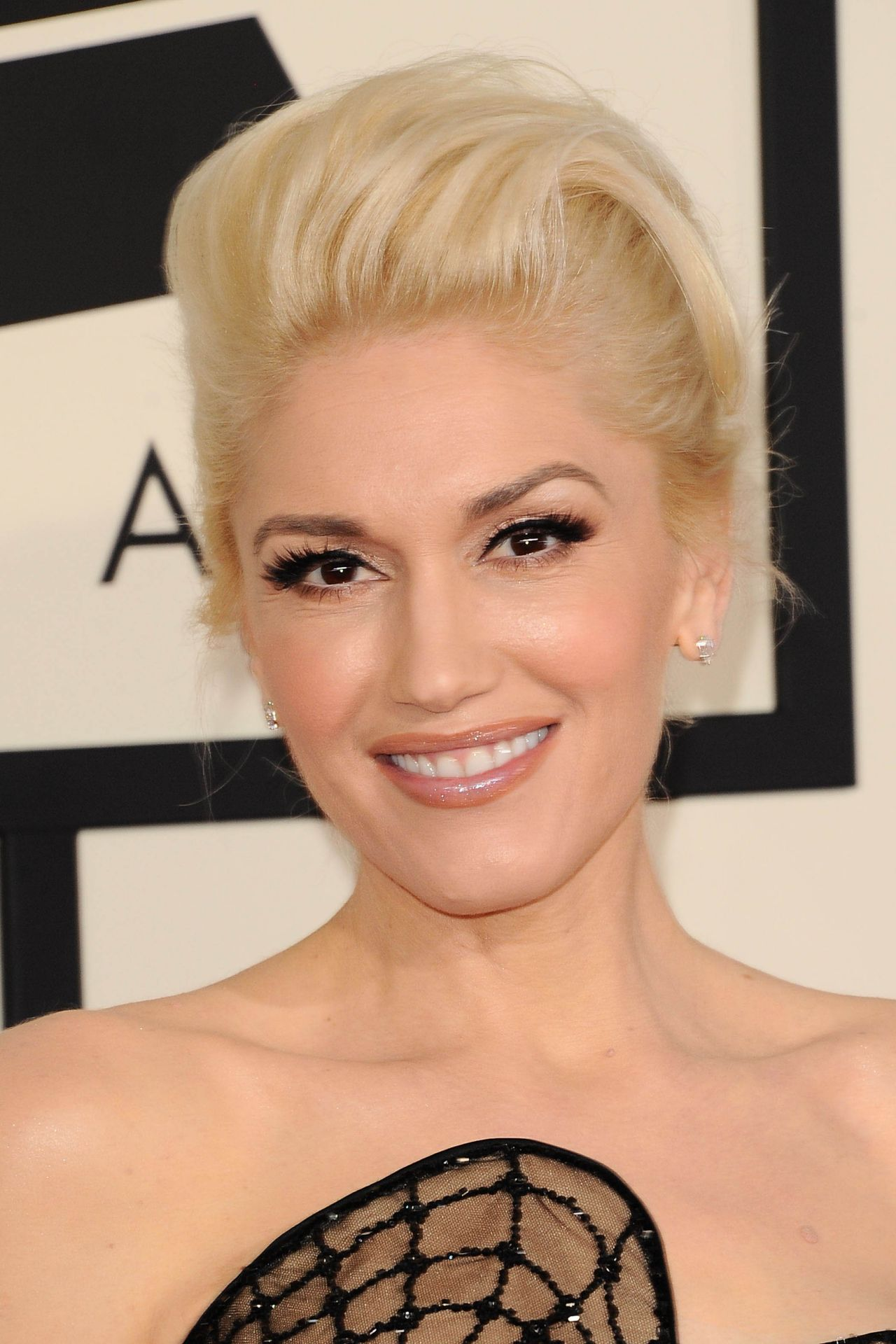 gwen-stefani-2015-grammy-awards-in-los-angeles_10